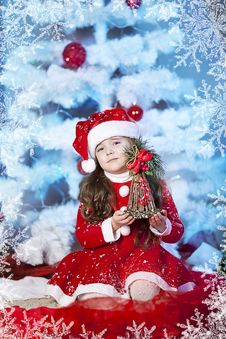 Free Cute Girl And Christmas Tree Royalty Free Stock Images - 28194979