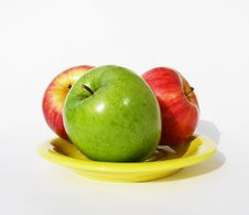 Free Three Apples On A Plate Royalty Free Stock Images - 2824779