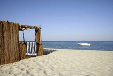 Free Reed Hut On Beach, Red Sea Stock Photography - 2825682