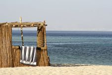 Free Reed Hut On Beach, Red Sea Royalty Free Stock Images - 2825859