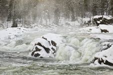 Free Icy River Royalty Free Stock Photos - 28207098