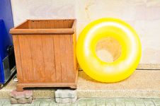 Free Yellow Life Ring Royalty Free Stock Photography - 28228737