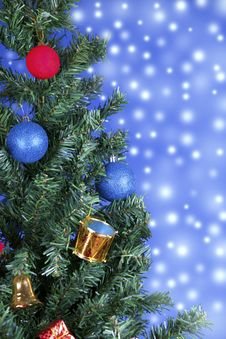 Free Christmas Toys On A Tree Royalty Free Stock Photos - 28229828