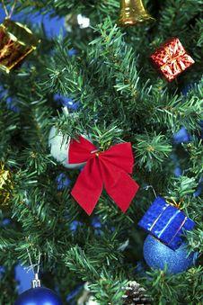 Free Christmas Toys On A Tree Stock Photo - 28229840