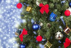 Free Christmas Toys On A Tree Royalty Free Stock Photos - 28229848