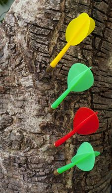 Free Darts Hitting In Wood Stock Photography - 28245412