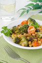 Free Warm Salad With Chickpeas, Broccoli, Raisins, Closeup Royalty Free Stock Images - 28252999