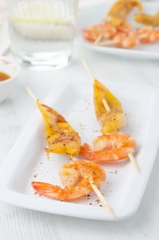 Grilled Shrimp And Mango In The Glaze Royalty Free Stock Image
