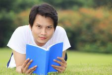 Free Young Man Open A Book Stock Photography - 28253962