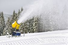 Free Snowgun Royalty Free Stock Images - 28258069