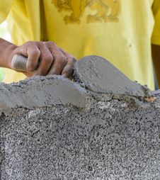 Free Bricklayer Royalty Free Stock Photo - 28289195