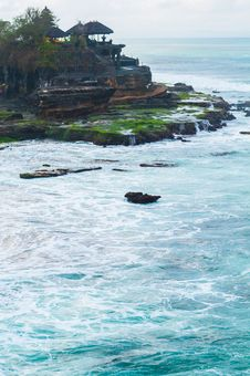 Free Pura Tanah Lot Royalty Free Stock Image - 28295306