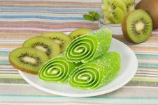 Free Green Candy Fruit On A Plate With Kiwi Stock Photography - 28296262