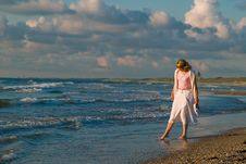 Free Pretty Girl And The Sea Royalty Free Stock Image - 2833516