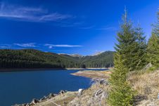 Free Lake In The Mountains Royalty Free Stock Image - 28303856