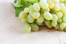 Free Ripe Bunches Of Grapes Wooden Surface Stock Photo - 28303900