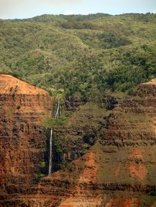 Free Waipoo Waterfall In Waimea Canyon Of Kauai, HI Royalty Free Stock Photo - 28323625