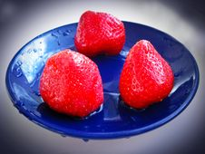 Free Three Ripe Strawberry On The Blue Plate Royalty Free Stock Image - 28324686