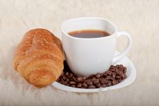 Free Croissant With Coffee And Beans On Fur Background Royalty Free Stock Image - 28329566