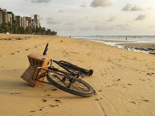 Free Bicycle Lying On The Sand Of A Beach In Brazil Stock Photo - 28330110