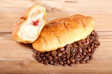 Free Croissant With Coffee Beans On Wooden Background Royalty Free Stock Images - 28330159