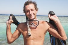 Free Happy Man With Snorkel Mask And Finns Stock Images - 28351604