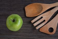 Free Green Apple And Kitchen Wooden Shovels Stock Photo - 28358810