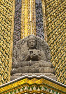 Free Stone Buddha Statue Royalty Free Stock Photography - 28375997