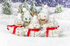 Free Family Is Happy Snowmen Royalty Free Stock Photography - 28384447