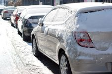 Free Snow Covered Car Royalty Free Stock Images - 28396909
