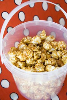 Free Caramel Popcorn In Bucket Royalty Free Stock Photos - 28397008