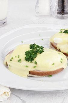 Free Egg Benedict And Ham Royalty Free Stock Photo - 28398535