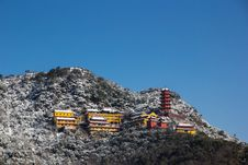 Free Lian Hua Temple After Snow Royalty Free Stock Images - 28398909