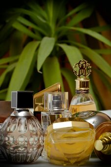 Free Perfumes Royalty Free Stock Photos - 28399868