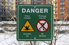 Free Danger Thin Ice Sign Royalty Free Stock Images - 28406089