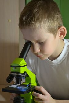 Free Teenager And Microscope Stock Photos - 28411133
