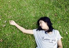 Free Asian Woman Laying In The Grass Stock Photography - 28415702