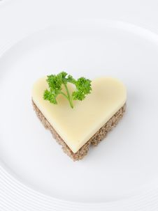 Free Appetizer With Bread And Cheese In The Shape Of Heart Royalty Free Stock Photography - 28420017