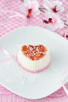 Free Two-layer Dessert With Coconut Cream In The Form Of Heart Royalty Free Stock Image - 28420226