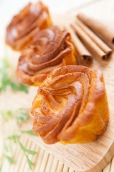 Free Brown Cupcake On A Wooden Surface Royalty Free Stock Images - 28428429
