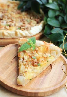Free Puff Pastry Pie With Pears And Camembert Cheese With Walnuts And Mint Royalty Free Stock Photos - 28453648
