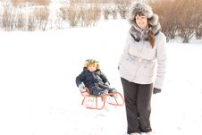 Free Mother Towing Her Son In The Snow Royalty Free Stock Images - 28485079