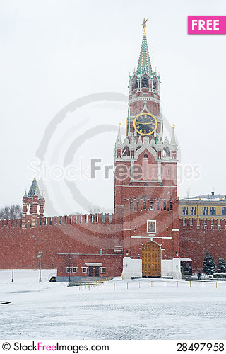 Free Spasskaya Tower Of Kremlin In Moscow During Snowstorm Royalty Free Stock Photos - 28497958