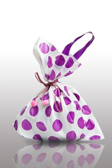 Free Purple Shopping Bag Royalty Free Stock Photography - 28492547