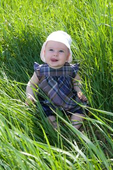 Free Child On Grass Royalty Free Stock Image - 28495576