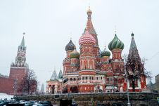 Free St Basil Temple And Spasskaya Tower Of Kremlin During Snowfall Stock Images - 28498014