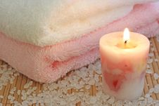 Free Rosa Candle,towels And Sea Sal Royalty Free Stock Images - 2851199