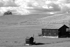 Free B&W View Of A Barn And Shed Royalty Free Stock Images - 2851349