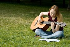 Free Тhe Girl With A Guitar Royalty Free Stock Photo - 2852705