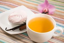Free Cup Of Tea And Pink Marshmallow On A Saucer With A Vanilla Royalty Free Stock Photos - 28509978